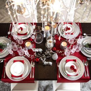Pomysł na dekorację świątecznego stołu. Fot. Salony Agata