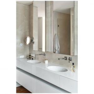 Strefa umywalki została urządzona z myślą o wygodnym użytkowaniu przez dwie osoby jednocześnie. Projekt: Katarzyna Kraszewska. Fot. Tom Kurek