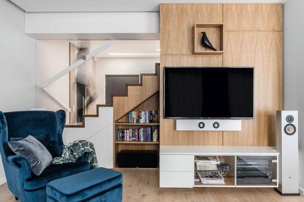 Zlokalizowane w samym centrum Gdyni Orłowa dwukondygnacyjne mieszkanie to oaza spokoju czteroosobowej rodziny. Zaprojektowane przez architektki z pracowni Magma łączy w sobie prostotę i urok modernistycznej Gdyni z naturą morza. Z okiem bowiem rozpo�