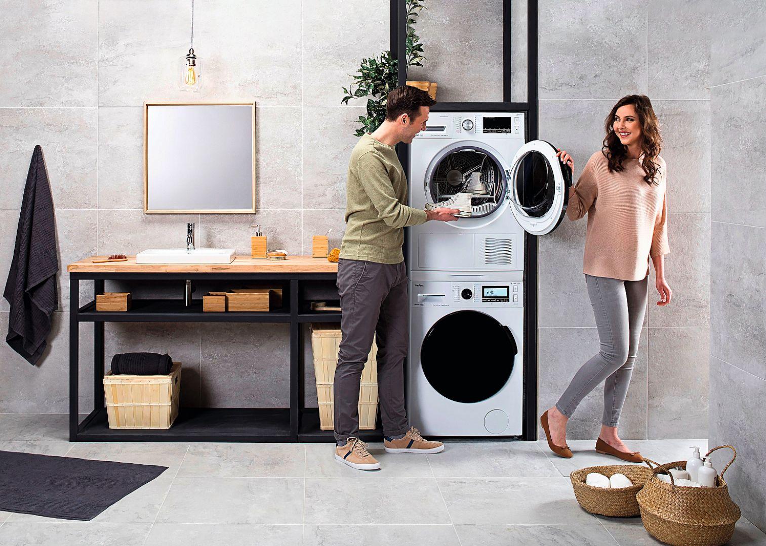 Suszarki z linii Dream Wash oferują system suszenia parowego SteamTouch (w modelu AWD83LCiBT), który zapewnia miękkość tkanin i znacząco redukuje ilość zagnieceń. Dostępne w ofercie firmy Amica. Fot. Amica