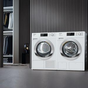 Pralka W1 Classic to doskonałe rezultaty prania bez wielkiego wysiłku: automatyczne dozowanie specjalnych środków piorących, płynów zmiękczających idodatków za pomocą kapsułek. Do skompletowania z suszarką T1 Classic. Dostępne w ofercie firmy Miele. Fot. Miele