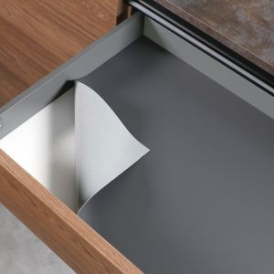 Organizacja w kuchni: 5 akcesoriów, które przydadzą się każdemu: mata grafit. Fot. Rejs