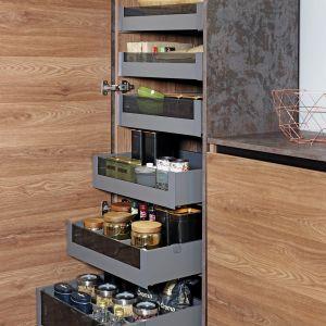 Organizacja w kuchni: 5 akcesoriów, które przydadzą się każdemu: Slim Box białe. Fot. Rejs