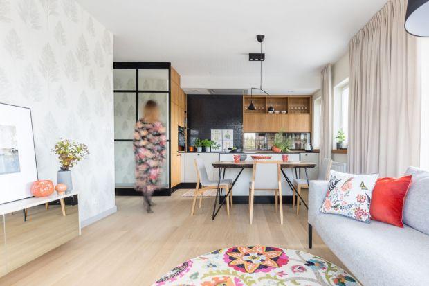 """Dobrze zaprojektowane wnętrze to mieszanka silnych emocji i wyjątkowej atmosfery. Z tego założenia zrodziła się koncepcja projektowa tego mieszkania. Wnętrze bierze udział w konkursie """"Dobrze Mieszkaj - Najlepsze Projekty"""" na najciekawsz"""