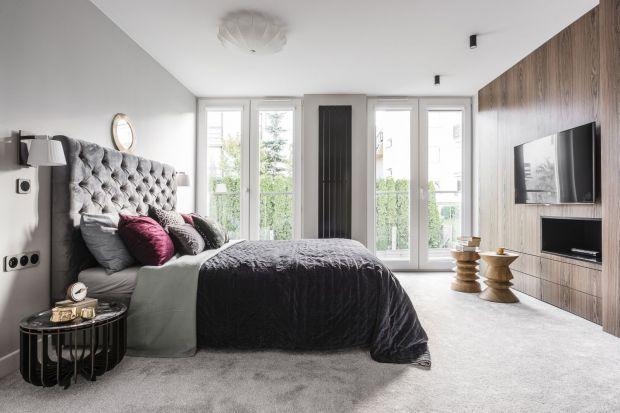 Sypialnia to pomieszczenie, do którego wystroju Polacy przykładają coraz większą wagę. Świadczą o tym wyjątkowe projekty wnętrz, które zaprezentowaliśmy w ubiegłym roku. Zobaczcie 20 najpiękniejszych naszym zadaniem sypialni 2019 roku.