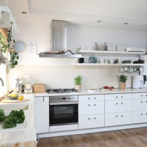 Kuchnia to prywatne królestwo Pani domu, która lubi gotować. Projekt: Justyna Majewska, Biały Domek Home Decor Justyna Majewska. Fot. Bartosz Jarosz