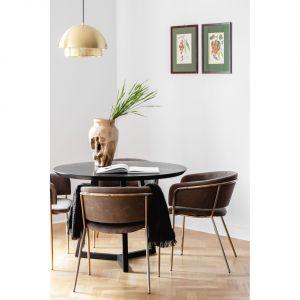 Ważną rolę pełnią tu starannie dobrane meble. Większość została specjalnie zaprojektowana przez czuwającą nad realizacją architektkę Katarzynę Dziurdzię. Fot. Dziurdzia Projekt
