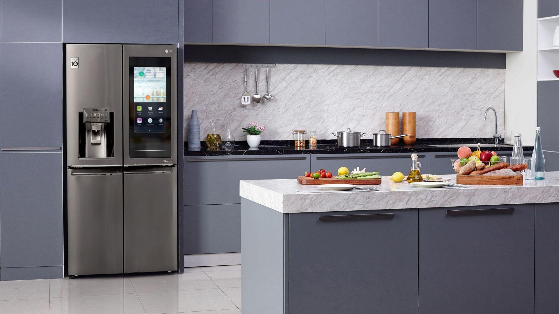 Nowoczesna kuchnia: lodówka w wersji smart. Fot. LG