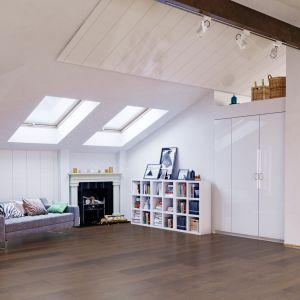Panny lubią uporządkowaną przestrzeń. Na zdjęciu panele Villa 4V Dąb Lancaster. Fot. RuckZuck