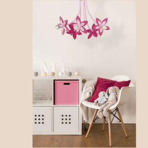 Oświetlenie w pokoju dziecka: lampa Flowers Pink marki Nowodvorski Lighting. Fot. Nowodvorski Lighting
