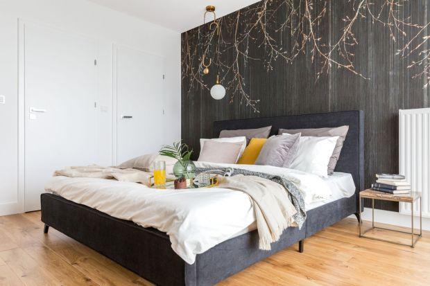 Ma być funkcjonalna, ale też piękna, stylowa i modna. Sprzyjać relaksowi w ciągu dnia, a nocą zapewnić spokojny sen. Jak zaaranżować taką idealną sypialnię?