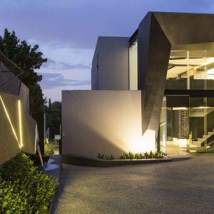 Bardzo ważną rolę odgrywa oświetlenie w domu. Fot. David Ross i Barend Roberts