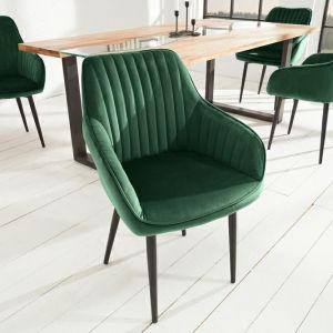 Krzesło Turin to produkt niemieckiej marki Invicta Interior. Pikowane krzesło z podłokietnikami w aksamitnym, eleganckim obiciu z ciekawymi przeszyciami. Krzesło świetnie wpasuje się w stylizacje retro. Do kupienia w sklepie DekoracjaDomu.pl. Fot. DekoracjaDomu.pl