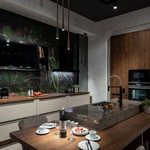 Zabudowa kuchenna w zdecydowanej większości przypadków jest obecnie przygotowywana pod wymiar i dopasowana do konkretnej przestrzeni. Fot. Marcin Sroka