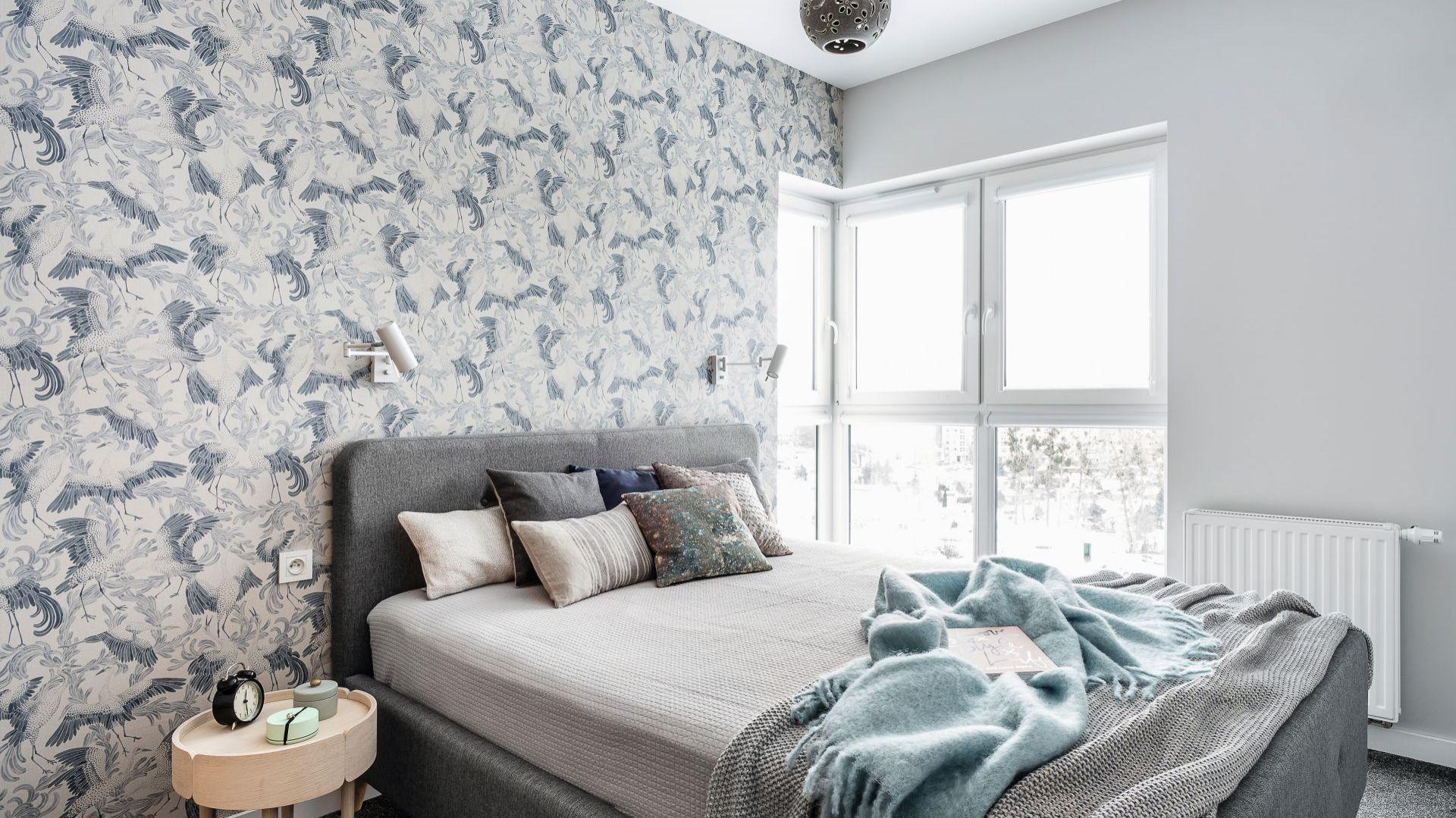 Pomysły na wykończenie ścian w w sypialni. Projekt: Magdalena Bielicka, Maria Zrzelska-Pawlak. Fot. FotoMohito