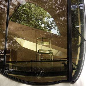 Dom wyróżniają bajeczne przeszklenia oraz wnętrza, których nie spotkamy w żadnej standardowej rezydencji. Fot. Paul Warchol