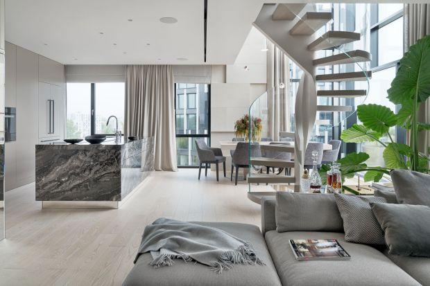 Warszawskie mieszkanie miało być niekonwencjonalne, wysublimowane, bezpretensjonalne. W zaprojektowanym przez Katarzynę Kraszewską apartamencie harmonijnie przenika się to, co nowoczesne, z tym, co tradycyjne, a sztuka i funkcjonalność tworzą niez