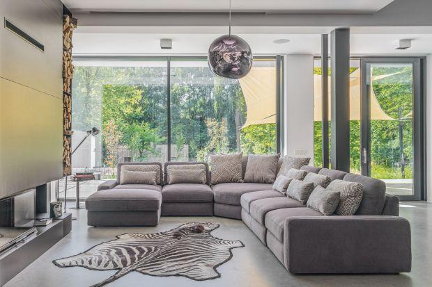 Meble modułowe ze względu na swoją unikatową specyfikę i odejście od tradycyjnych rozwiązań aranżacyjnych zyskują coraz większe grono zwolenników. Są nowoczesną alternatywą wyposażenia domu, zupełnie odmienną od klasycznych mebli.