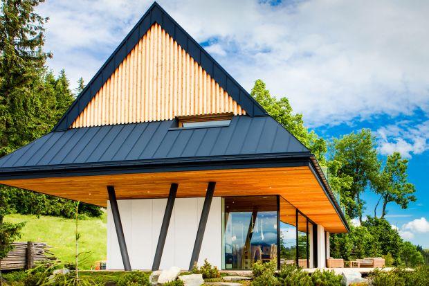 Najpiękniejszy dom w Tatrach stoi na zboczu Gubałówki. Zaprojektowali go Jan Karpiel Bułecka junior i Marcin Steindel, twórcy pracowni Karpiel Steindel, którzy sami o sobie mówią, że szczególnie interesuje ich dialog najnowszych trendów z archi