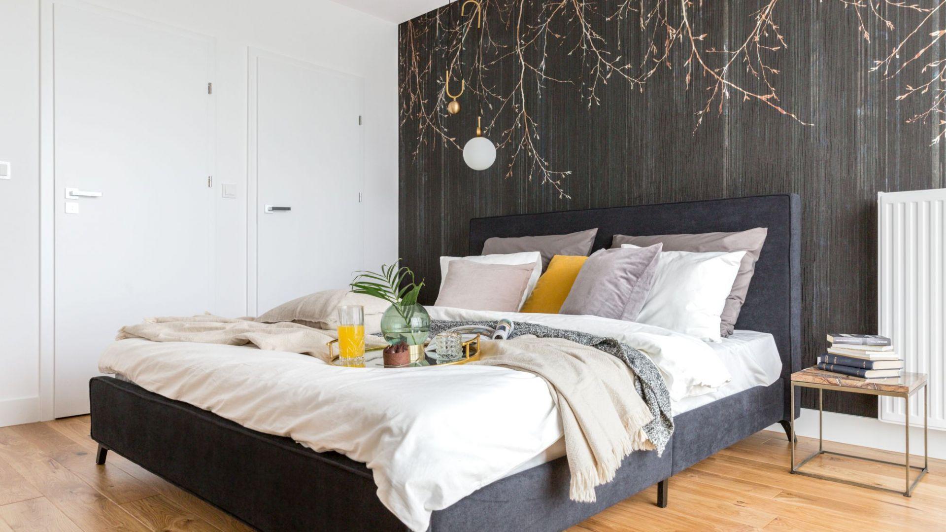 Piękna i funkcjonalna sypialnia. Projekt i zdjęcia Decoroom 1.jpg