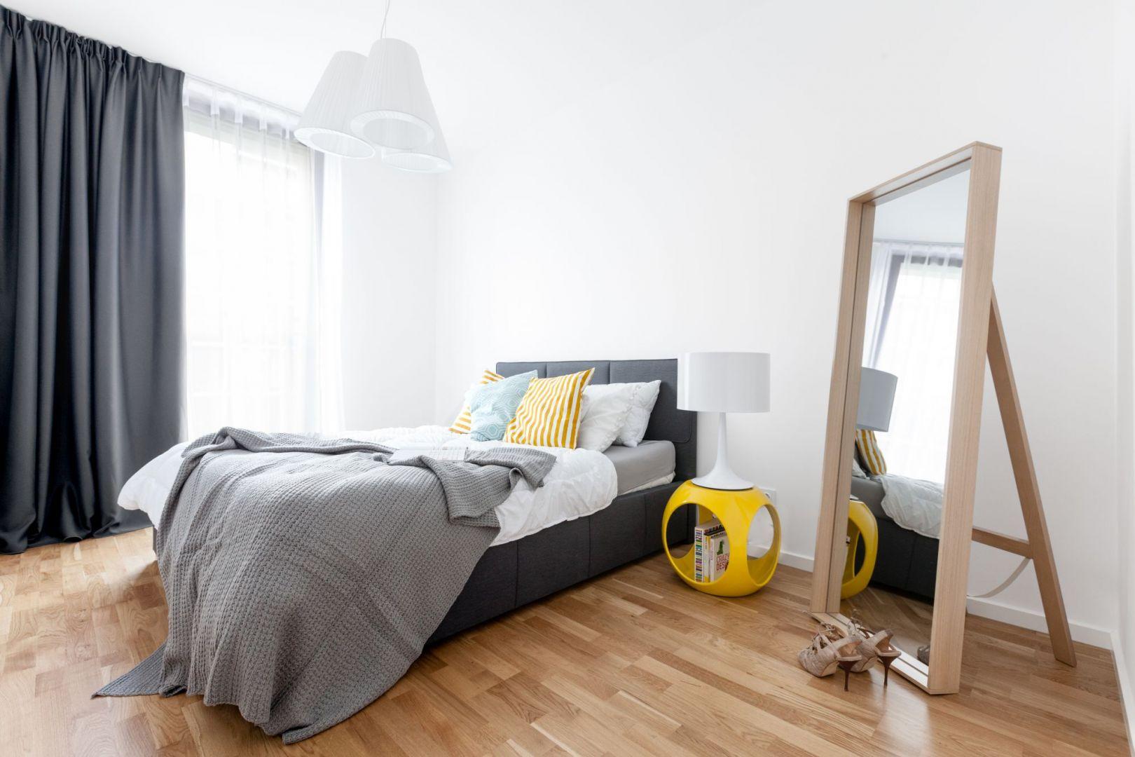 Piękna i funkcjonalna sypialnia. Projekt i zdjęcia Decoroom