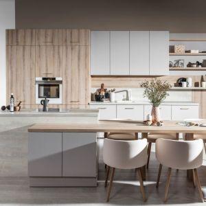Kuchnia Calma|Punto zaprojektowana do wnętrz niedoświetlonych, sprawia wrażenie lekkości, dzięki czemu optycznie dodaje przestrzeni. Fot. WFM