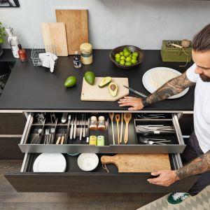 Program Nolte Artwood gwarantujestabilną i komfortową pracę szuflad nawet przy obciążeniach do 80 kg. Fot. Nolte Küchen