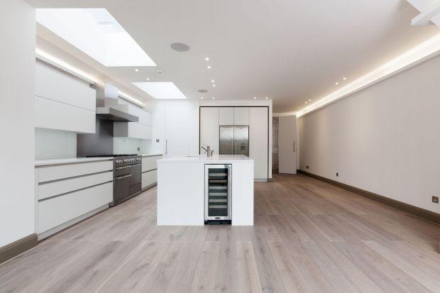 Niewątpliwie, dużym wyzwaniem architektonicznym jest stworzenie nowoczesnej przestrzeni mieszkalnej w zabytkowym budynku. Jest to zadanie trudne, ale możliwe do wykonania. Przekonują o tym architekci z biura NLS, którzy w pięknej wiktoriańskiej kam