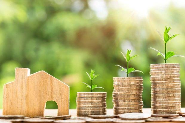 Skrojona na miarę indywidualnych potrzeb polisa mieszkaniowa to najskuteczniejszy sposób ochrony domu lub mieszkania przed skutkami wielu zdarzeń losowych, np. kradzieży, zalania czy pożaru. Sprawdzamy, gdzie kupić takie ubezpieczenie w 2020 roku?