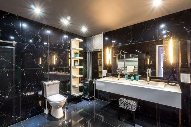 Zalana łazienka to poważny problem dla właściciela mieszkania. Zwykle oznacza konieczność przeprowadzenia uciążliwego i kosztownego remontu. Niespodziewany wydatek może znacząco nadszarpnąć domowy budżet , ale nie zawsze tak musi być.