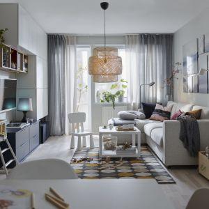 Rozkładana 3-osobowa sofa z szezlongiem Vilme oferuje także miejsce do przechowywania. Fot. IKEA