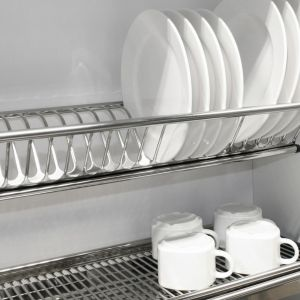 Ociekarka Prima to nowa propozycja marki REJS. Wykonana jest w 100% ze stali nierdzewnej (ze stali wykonana jest też tacka na wodę) i wyróżnia się ciekawym designem. Fot. Rejs