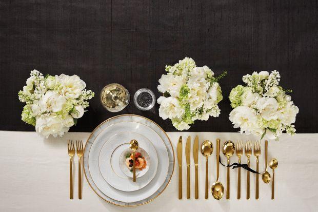 Karnawał to wyjątkowy czas przyjęć i balów. To także dokonała okazja by zaprosić bliskich i przyjaciół na niepowtarzalne przyjęcie lub uroczystą kolację, którą uświetni wyjątkowa oprawa stołu.