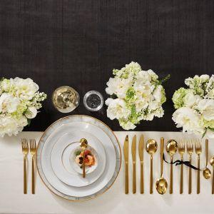 Porcelana Diamond to projekt duetu szwedzkich projektantów biżuterii Dyrberg/Kern. Nowoczesny design, unikalne wzornictwo i geometryczne zdobienia ze złota gwarantują bogaty, ekskluzywny, a jednocześnie wysmakowaną aranżację karnawałowego stołu. Fot.  Fyrklӧvern