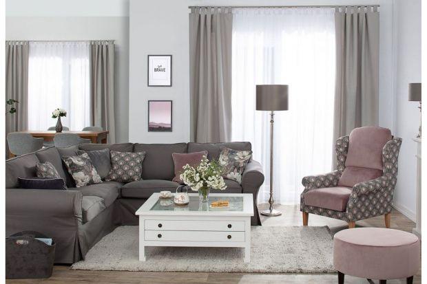 Lampy stojące, często określane także mianem podłogowych, są niemal nieodłącznym elementem każdego mieszkania. Sprawdzają się zarówno w salonie i sypialni, jak i pokoju dziecka. Oświetlenie tego typu często pełni funkcję dodatkowego, wspom