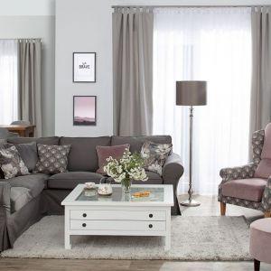 Lampy podłogowe pozwalają na szybki, prosty, a przede wszystkim niewymagający dużych nakładów pieniężnych podział przestrzeni domowej. Fot. Dekoria