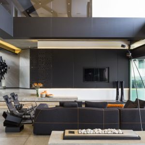 Ściana za telewizorem - 20 pomysłów z polskich domów. Dom Kloof Road House. Projekt: Nico van der Meulen Architects Fot. David Ross i Barend Roberts