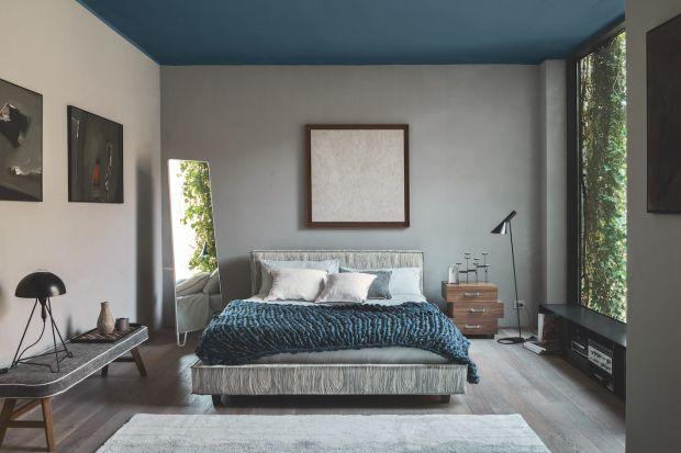 Przytulność sypialni zapewnią aksamitne zagłówki, wełniane pledy, miękkie koce i puszyste poduszki. Dodajmy do tego głębokie, nasycone barwy i jesteśmy przygotowani na długie wieczory i najchłodniejsze nawet noce.