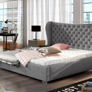 Łóżko tapicerowane Lancaster ma imponujące, pikowane wezgłowie i wyrazisty charakter. Połączenie nowoczesnego i klasycznego designu pozwoliło uzyskać efekt niewymuszonej elegancji. Fot. Comforteo