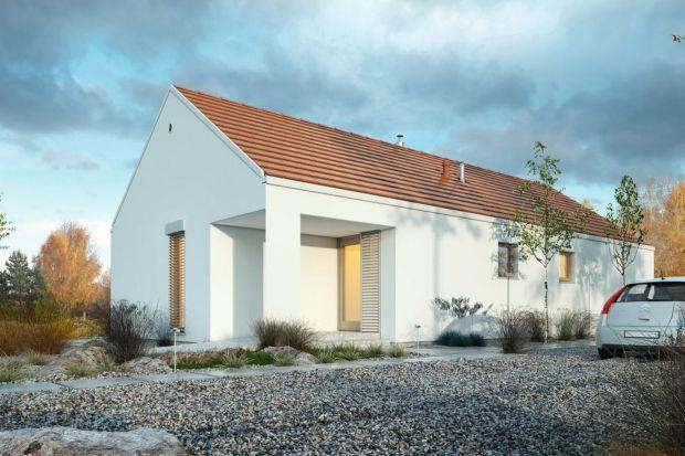 Projekt Ekonomiczny 1A charakteryzuje prosta podłużna forma, przekryta dachem dwuspadowym oraz czytelny i ciekawy układ wnętrza z wysokim salonem i kuchnią.