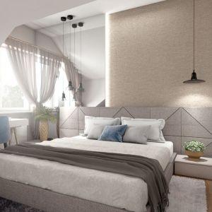 W sypialni gospodarzy panuje zachęcający do wypoczynku klimat. Takie przytulne wrażenie wywołuje miękki, tapicerowany zagłówek łóżka, który zajmuje całą długość ściany, przypominająca mięsistą tkaninę tapeta i puchate dywany. Pełnemu relaksowi sprzyja również spokojna kolorystyka w odcieniach bieli, beżu i szarości z błękitnymi akcentami. Fot. Pracownia Architektoniczna MGN