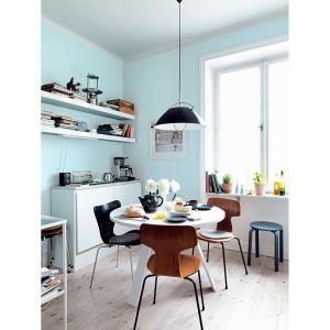 Delikatny błękit optycznie rozjaśni pomieszczenie i sprawi, że będzie ono wyglądało bardziej przestronnie. Kolor Simple. Fot. Beckers