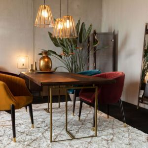 W skład wciąż wzbogacanej kolekcji Class wchodzą szafki, regały, kredensy, konsolki, stoły jadalniane i stoliki kawowe o różnych wymiarach. Fot. Dutchbone / BM Housing
