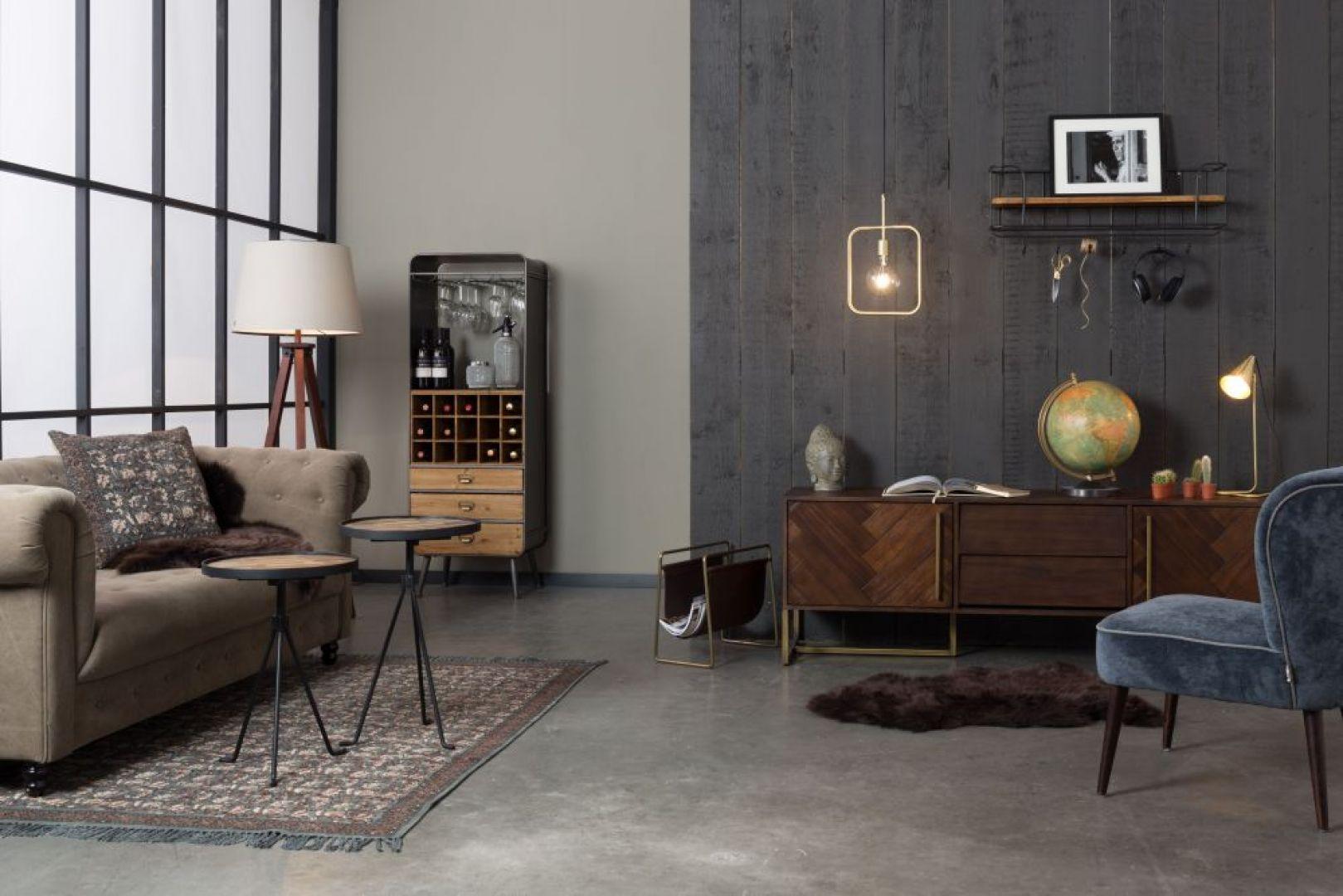 Meble do przechowywania z kolekcji Class mają pojemne schowki, np. półki na talerze i butelki, wieszaki na kieliszki oraz szuflady na ubrania bądź tekstylia stołowe. Fot. Dutchbone / BM Housing