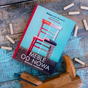 """Małgorzata Budzich wydała także książkę """"Meble od nowa"""",  w której podpowiada, jak odnawiać skarby z PRL i nie tylko."""