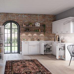Przechowywanie w kuchni ułatwiają praktyczne akcesoria meblowe. Fot. Rejs