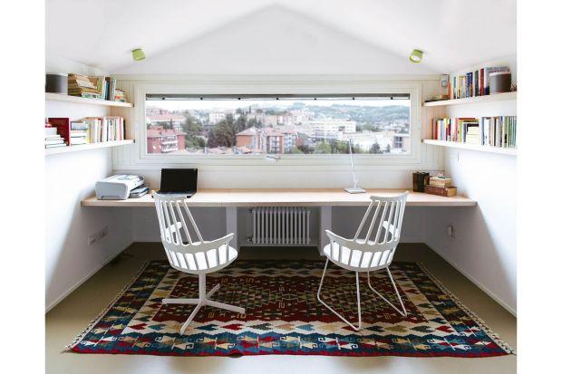 Wykonanie funkcjonalnego i jeszcze bardziej komfortowego apartamentu w budynku rodem z lat 60-tych w Ankonie, zgodnie z wymaganiami czteroosobowej rodziny, ze zwierzęciem domowym. Taki cel postawili sobie projektanci PLAstudio zmieniając i odświeżają