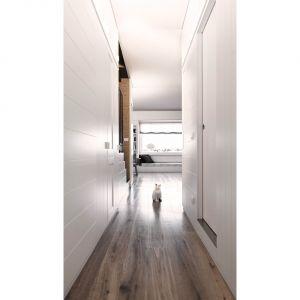 Na niższej kondygnacji mieszkalnej znalazły się: łazienka dla gości, nowe schody, pralnia i część kuchni. Fot. Ritmonio