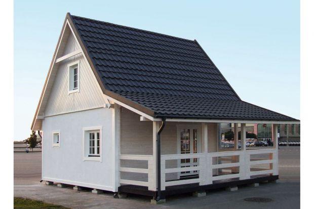 CAS 60 Ostróda to mały dom letniskowy z poddaszem użytkowym i tarasem.