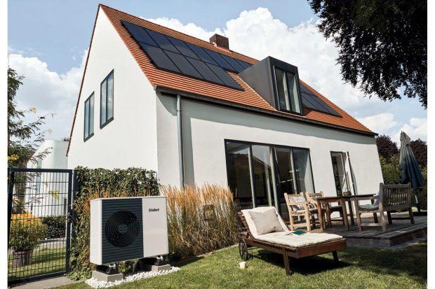 Jeżeli pompa ciepła ma być jedynym źródłem ogrzewania, należy zadbać o to, aby jej moc pozwoliła na pokrycie zapotrzebowania budynku dla warunków projektowych. Przy niskich temperaturach powietrza atmosferycznego następuje spadek mocy i sprawno